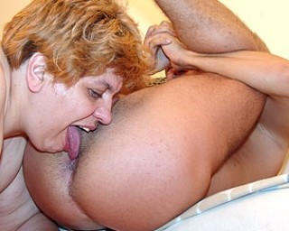 Big mature slut getting fisted and licking ass