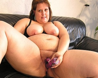 Big chunky mature slut playing with herself